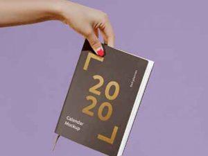 free-calendar-in-hand-mockup-(psd)