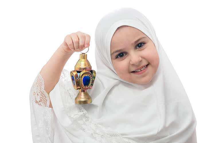 طفلة تحمل فانوس رمضان HD