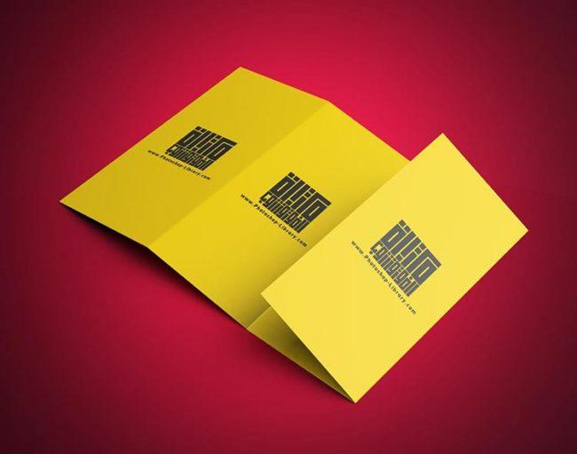 موك اب بروشور 4 طيات 8 وجوه Brochure PSD Mockup